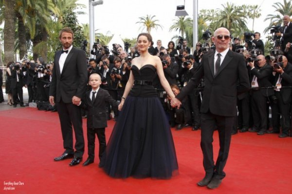 LE FESTIVAL DE CANNES 2012: Marion Cotillard à la premiere de son film Rust & Bone (De Rouille et D'os)