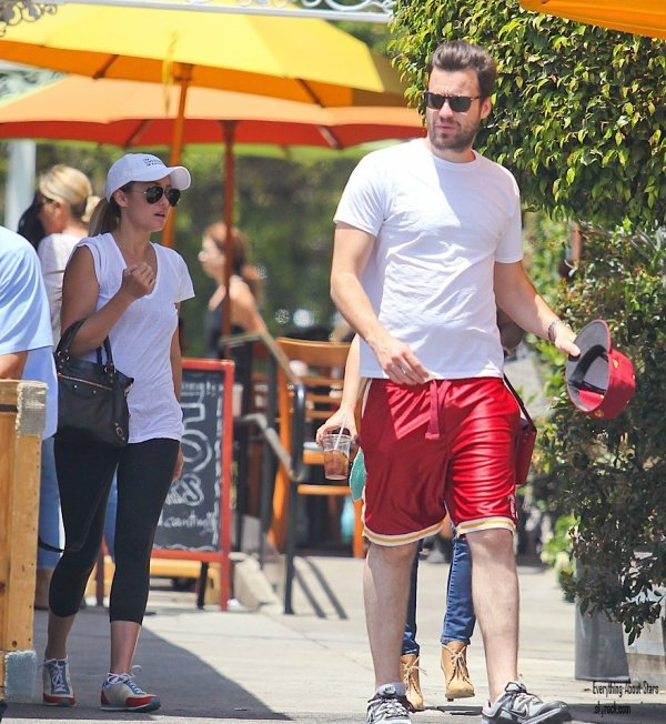 Lauren Conrad a été repéré à Brentwood avec son nouveau chéri Guillaume Tell.  le 19 Mai 2012