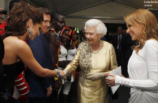 Robbie Williams, Cheryl Cole, Kylie Minogue et Will i am sur scéne pour un concert organisé devant Buckhingam Palace pour le jubilé de la Reine.   le 4 Juin 2012