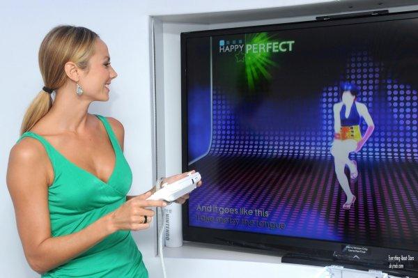 """Stacy Keibler s'est rendu au lancement de la console Nitendo """"Wii U"""" à New York   le 27 Juin 2012"""