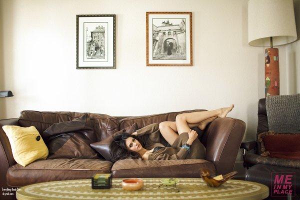 """Nina Dobrev pose pour """"ESQUIRE MAGAZINE"""":"""