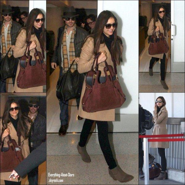 """Le couple Nina Dobrev/ Ian Somerhalder aperçue à l""""aéroport LAX à Los Angeles, afin de se rendre en Chine. .  le 26 Décembre 2012"""