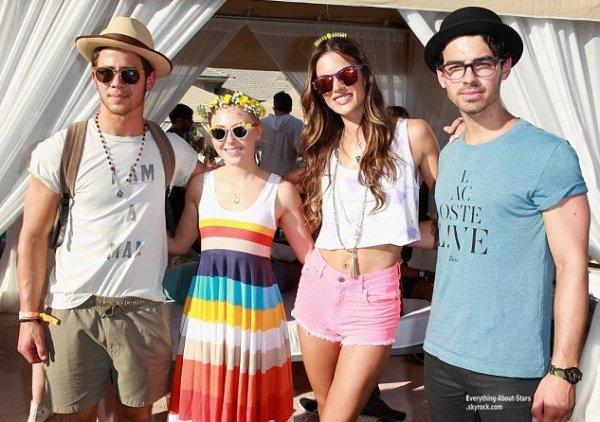 Deuxième journée du Festival de COACHELLA : Vanessa Hudgens, Sophia Bush, Alessandra Ambrosio, Joe Jonas et Nick Jonas étaient tous présent au  Festival