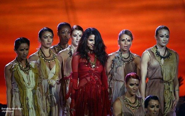 Selena Gomez à fait une performance lors des MTV Movie Awards 2013    Le 14 Avril 2013