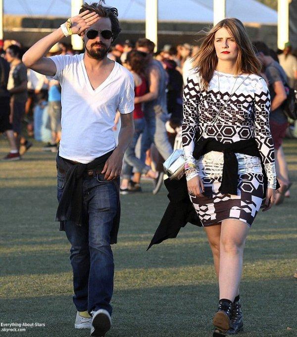 Deuxième week-end du Festival de Coachella: Misha Barton était également présenter avec un ami    Le 20 Avril 2013