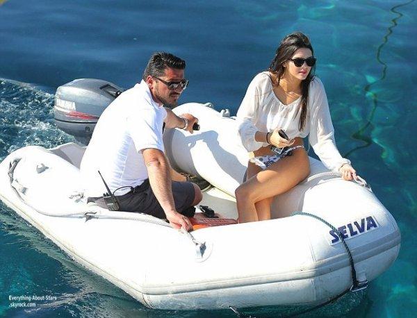 La famille Kardashian toujours en vacances à Mykonos    Le 27 Avril 2013