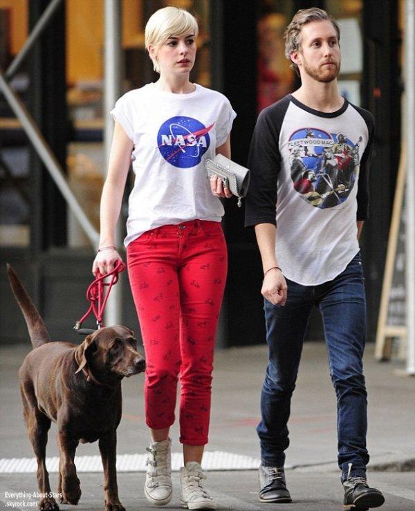 Anne Hathaway  repérée avec son mari Adam Shulman dans les rues de New York    Le 17 Mai 2013