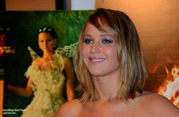 Jennifer Lawrences et ses co-stars Liam Hemsworth et Sam Clafin ont ont participé à une séance photo organisée par Nespresso à l'hôtel Majestic à Cannes  Le 17 Mai 2013