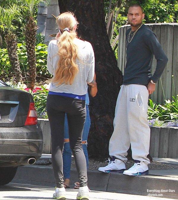Chris Brown victime d'un accident de voiture, il été accompagné de son ex Karrueche Tran,  à proximité de Los Angeles, son Range Rover a percuté une Mercedes  Le 21 Mai 2013