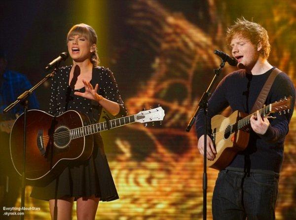 Taylor Swift et Ed Sheeran sur la scéne des Spike TV Guys Choice 2013 à Culver city en Californie  Le 8 juin  2013