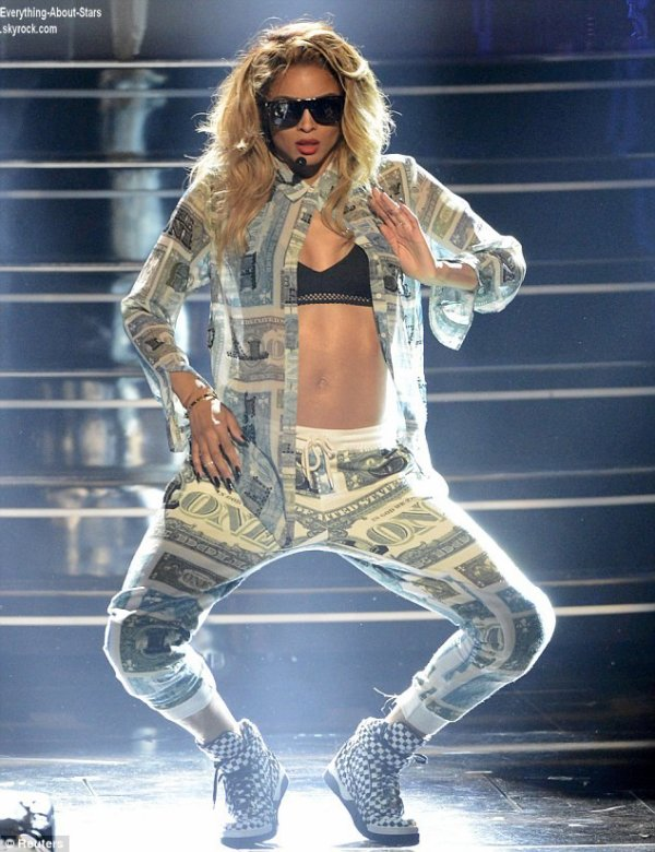 Les performances de Ciara et Nicki Minaj lors des BET Awards 2013