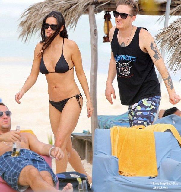 Demi Moore repérée avec son nouveau toy boy pendant leur vacances au Mexique  Le 31 Décembre 2013