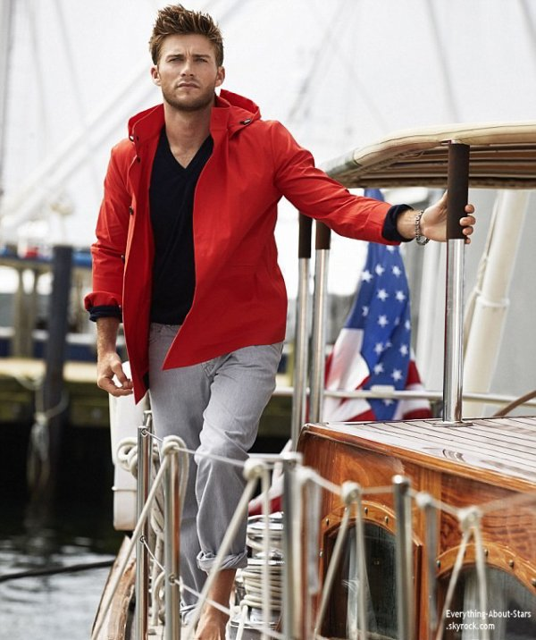 Le beau Scott Eastwood en couverture de TOWN & COUNTRY