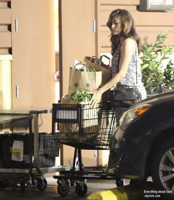 02/01/14: Eva Mendes aperçue allant faire des courses au supermarché à Los Angeles