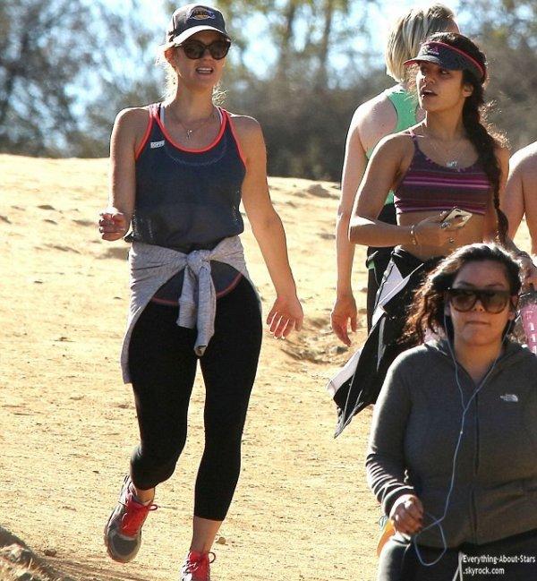 02/01/14: Vanessa Hudgens repérée hier après-midi au parc Runyon Canyon pour faire de la randonnée à Hollywood