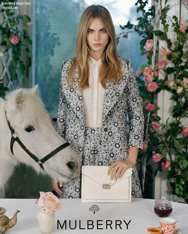 Cara Delevingne représente la marque Mulberry pour la campagne printemps-été