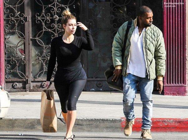 03/01/14: Kim Kardashian et son fiancé Kanye West photographié dans les rues de Los Angeles