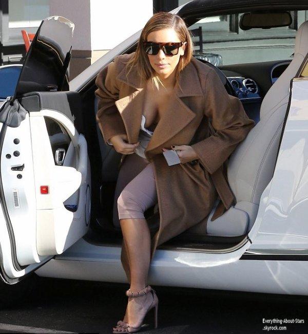05/01/14: Kim Kardashian a été repérée se rendant au restaurant Maria's Italian Kitchen à Calabasas.