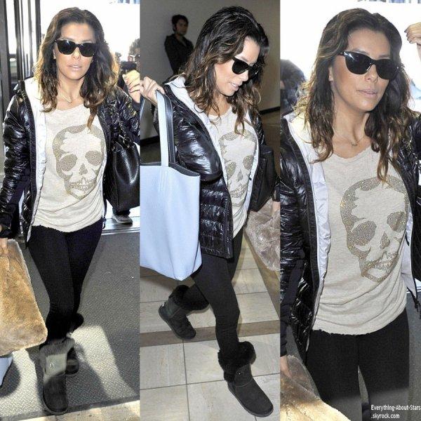 05/01/14: Eva Longoria aperçue à l'aéroport de LAX à Los Angeles