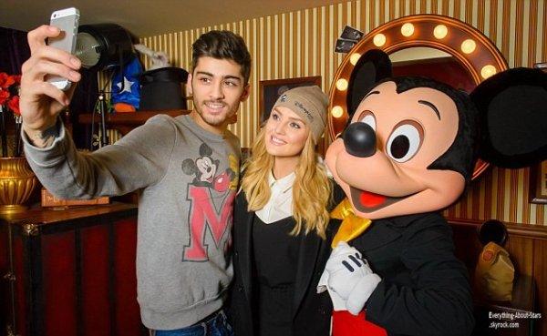 08/01/14: Le beau Zayn Malik et sa fiancé Perrie Edwards, en amoureux à Disneyland à Paris