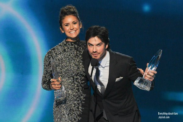 DOSSIER: PEOPLE CHOICE AWARDS 2014  Nina Dobrev et Ian Somerhalder : Un sketch sur leur rupture aux People's Choice Awards