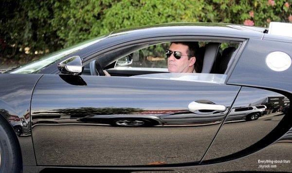 Simon Cowell arrive a l'hôtel   Peninsula à bord de sa Bugatti Veyron à Beverly Hills
