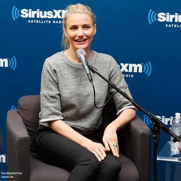10/01/14: Cameron Diaz s'est rendu dans les studios de SiriusXM afin de faire la promotion de son nouveau livre The Body Book à New York