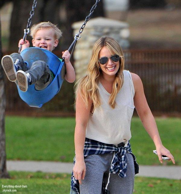 Hilary Duff repérée avec son fils Luca dans un parc à Los Angeles
