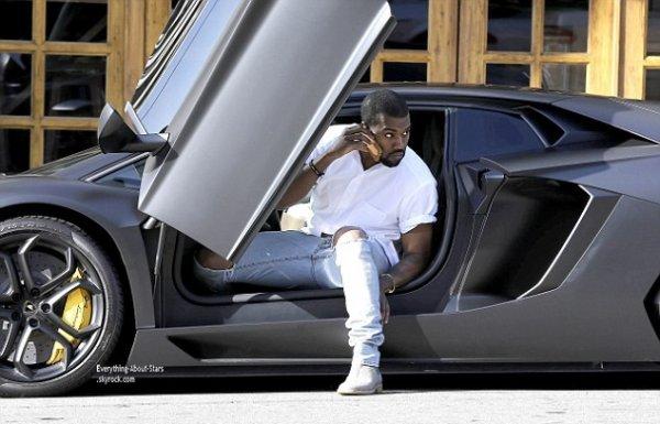 11/01/14: Kanye West aperçue sortant de sa lamborghini à Hollywood