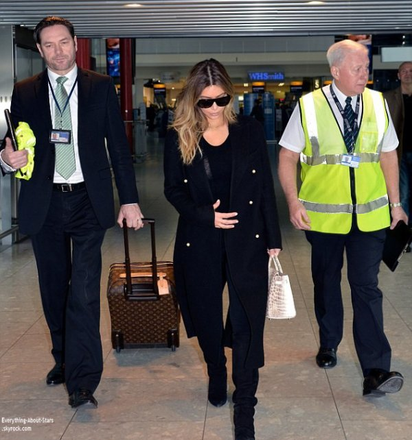 17/01/14: Kim Kardashian repérée à l'aéroport Heathrow à Londres