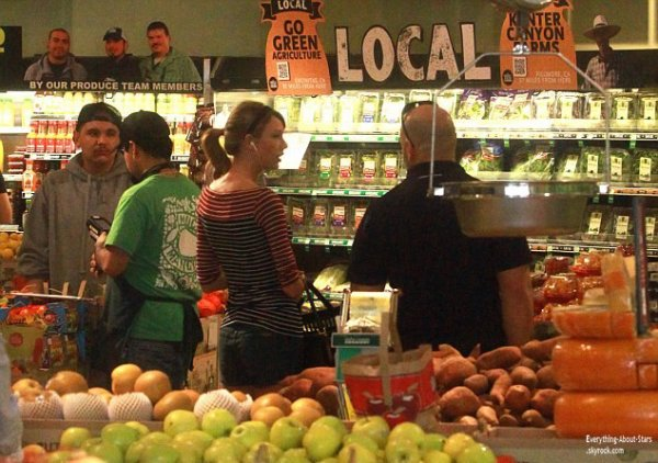 Taylor Swift repérée en train de faire des courses à Whole Foods à Beverly Hills