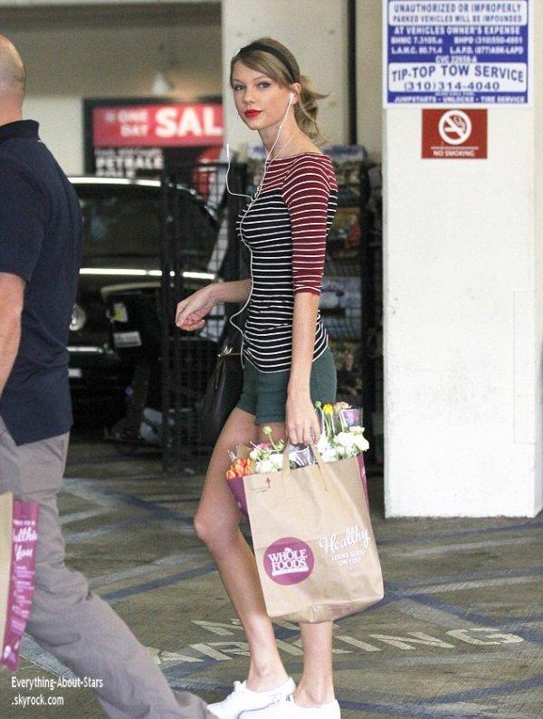 Taylor Swift repérée en train de faire des courses à Whole Foods à Beverly Hills