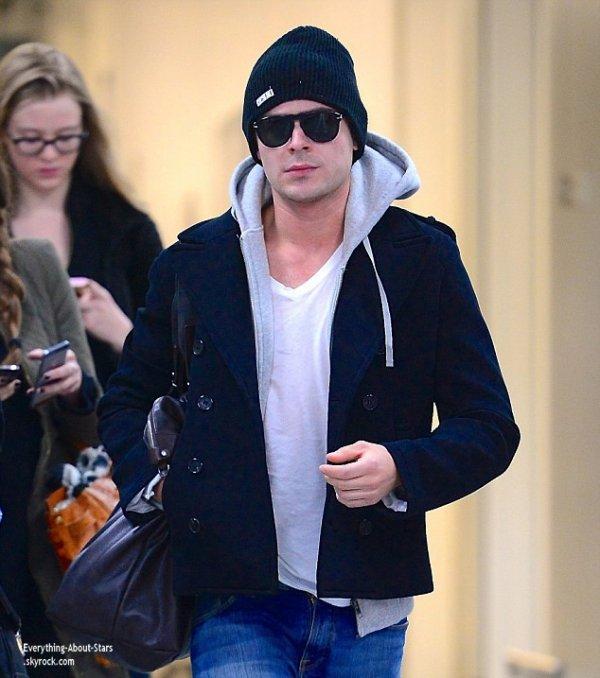20/01/14: Zac Efron aperçue à l'aéroport JFK à New York