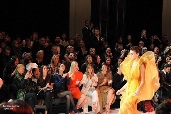20/01/14: Kim Kardashian à assister au défilé du créateur Stéphane Rolland au théâtre National de Chaillot