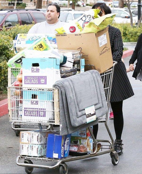 21/01/14: Kris Jenner photographié à la sortie du supermarché de Los Angeles