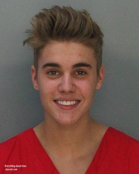 BREAKING NEWS:   Justin Bieber libéré de prison après le paiement d'une caution