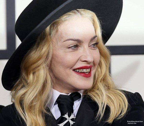GRAMMY AWARDS 2014: Cérémonie, Red Carpet, Palmarés, Récompense et Vidéos  Madonna était accompagné de son fils David Banda sur le red carpet lors des Grammy Awards à Los Angeles