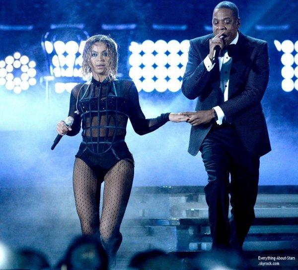 GRAMMY AWARDS 2014: Cérémonie, Red Carpet, Palmarés, Récompense et Vidéos  Jay-Z et sa femme Beyonce, ont eu l'honneur d'ouvrir le show de la 56eme cérémonie des Grammy Awards tenu au Staples Center à Los Angeles