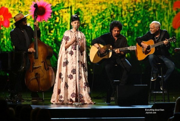 27/01/14: Katy Perry à la soirée The Night That Changed America : A Grammy Salute To The Beatles, un hommage rendu au mythique groupe britannique au Convention Center de Los Angeles.
