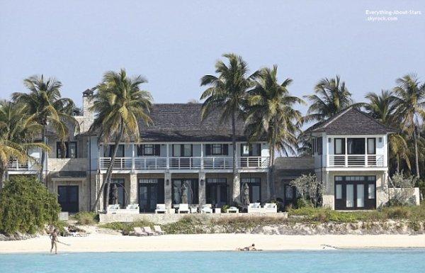 27/01/14: Gisele Bundchen aperçue en famille à la plage pendant leur vacances au Bahamas