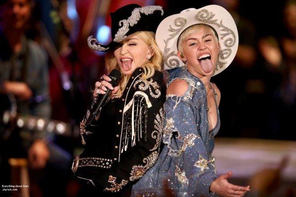 """29/01/14: Miley Cyrus et Madonna ont interprété """"We can't stop"""" et """"Don't Tell Me"""" dans l'émission MTV Unplugged"""
