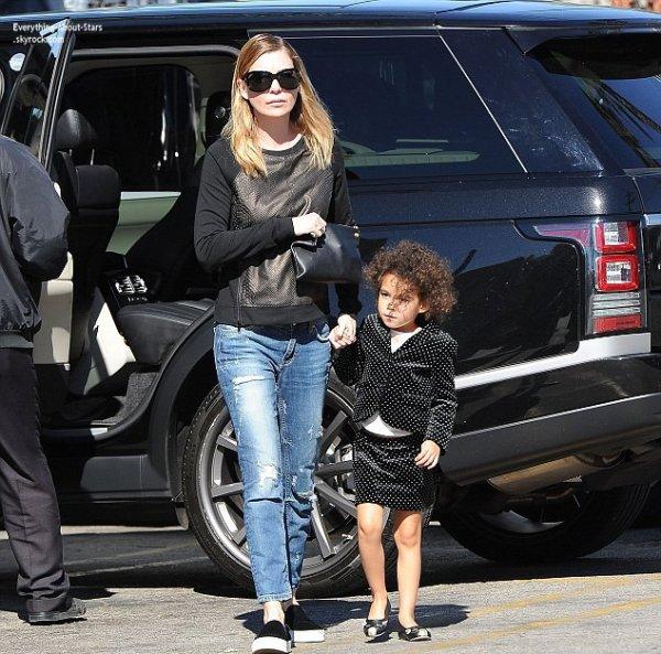 01/02/14: Ellen Pompeo repérée avec sa fille Stella dans les rues de Los Angeles