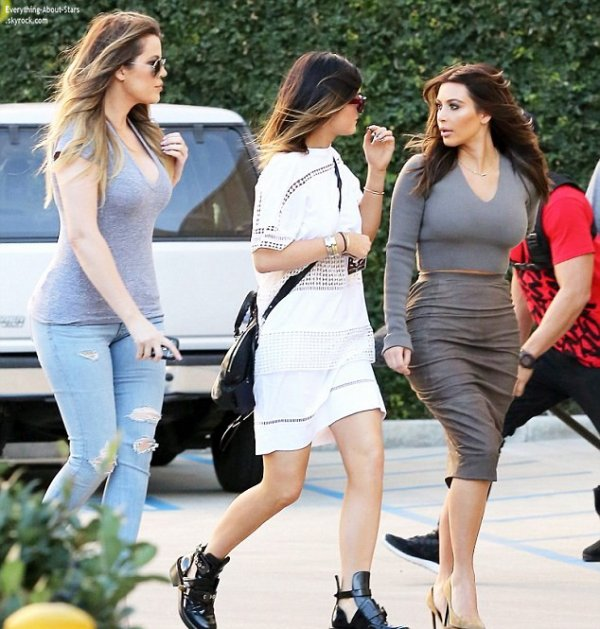 01/02/14: Kim et Khloé Kardashian aperçue avec Kylie Jenner à la sortie d'un SPA chic et branché situé dans le quartier de Sherman Oaks