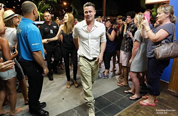 Brad Pitt et Angelina Jolie aperçue se rendant dîner en amoureux en Australie