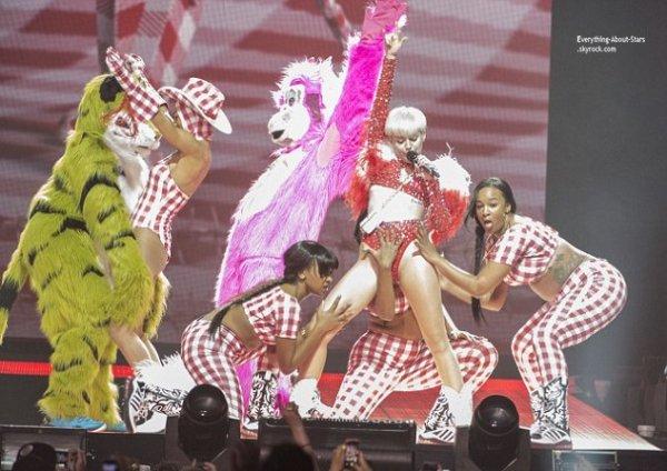 14/02/14: Miley Cyrus à donné un show mémorable, pendant la Bangerz Tour à Vancouver