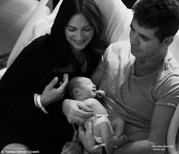 Simon Cowell dévoile des photos de son fils sur Twitter