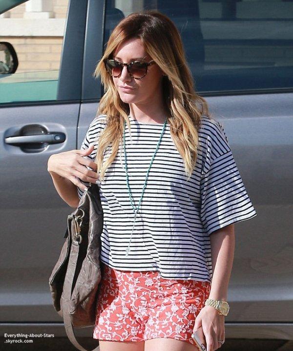 25/02/14: Ashley Tisdale repérée se rendant faire du shopping chez Barney's à Beverly Hills
