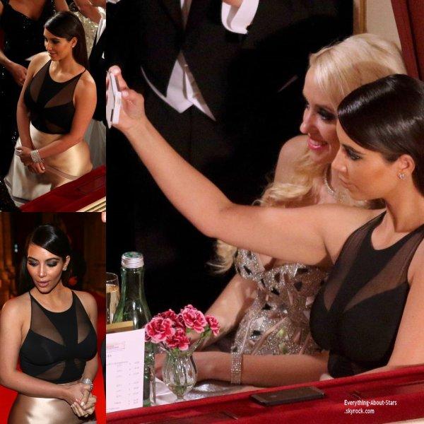 27/02/14: Kim Kardashian et sa mère Kris Jenner accompagné de Richard Lugner lors du bal de l'opéra de Vienne