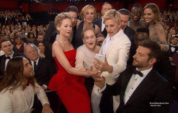 OSCAR 2014: Le gros buzz de la soirée lancé par l'animatrice Ellen Degeneres et ce selfie quatre étoiles pris par Bradley Cooper pour Ellen DeGeneres, qui souhaitait battre le record de retweets de l'histoire, pour se hisser au niveau de Meryl Streep et de ses 18 nominations aux Oscars.    Cérémonie, Tapis rouge, Palmarés, Récompense, Vidéos, Backstage, Instagram et After Party