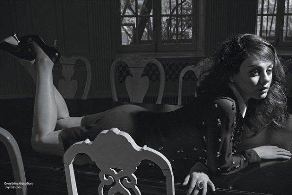 Mila Kunis en couverture de  W Magazine